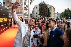 Milos-Bikovic-s-fanovima-3